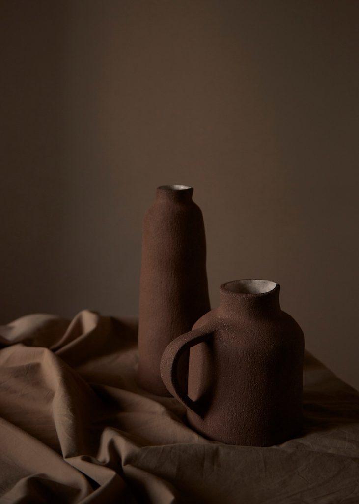 dos jarras mesa mantel lino