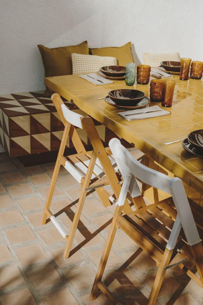 mesa de ceramica tradicional catalana