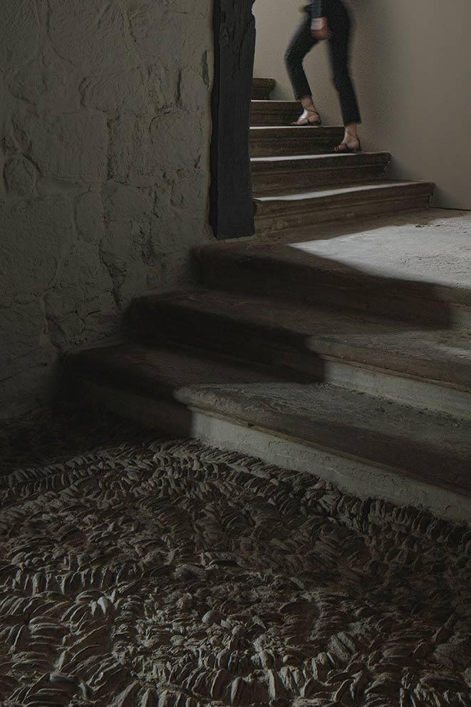 escalera suelo empedrado casa solariega la rioja