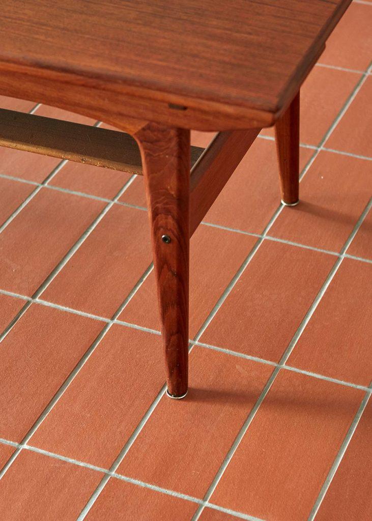 suelo ceramico rojizo